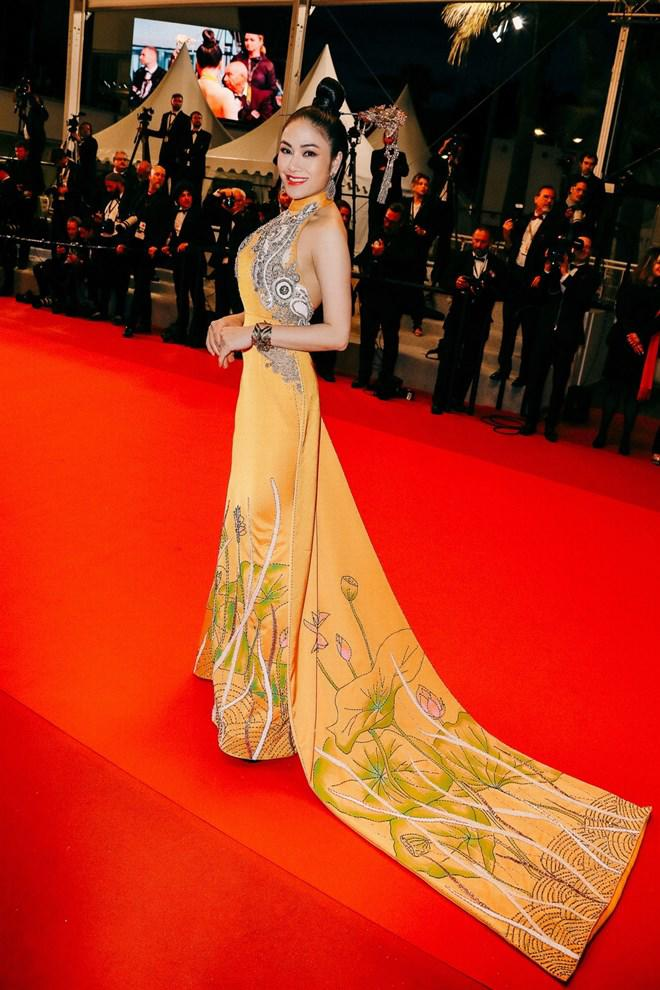 la-boite-d-allumettes-tuyet-nga-cannes-festival-2019-dress-fashion-red-carpet