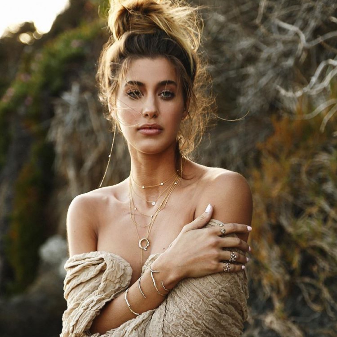 la-boite-d-allumettes-logan-hollowell-paris-fashion-week-2019-bijoux-elsa-hosk-campagne-communication-credit-logan-hollowell
