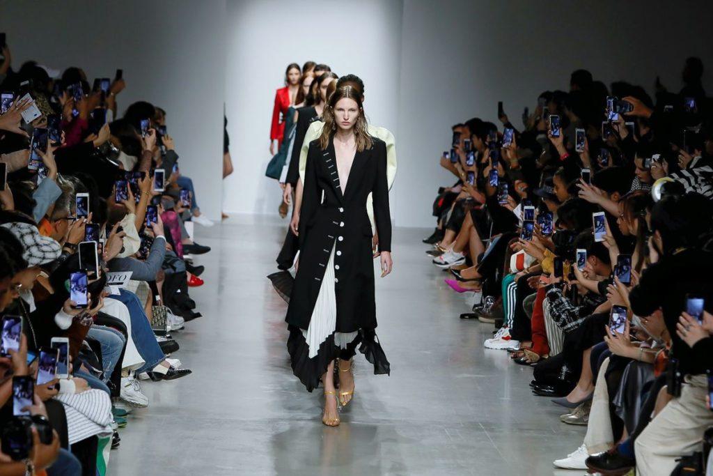 la-boite-d-allumettes-paris-fashion-week-liu-chao-looks-credit-gio-staiano-now-fashion