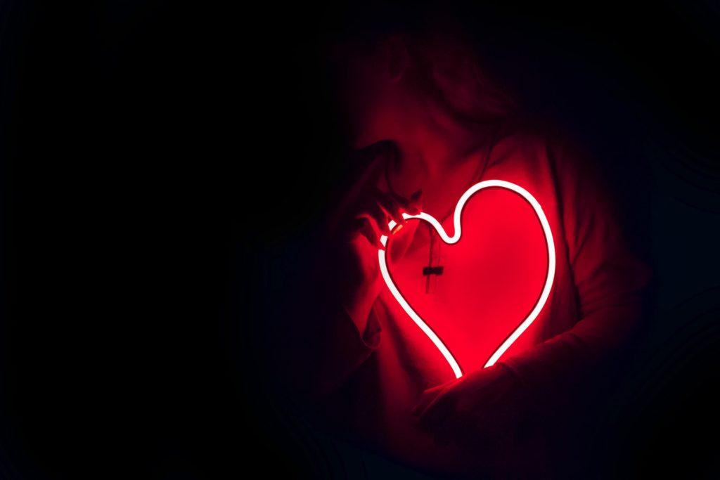 la-boite-d-allumettes-sauvez-le-coeur-des-femmes-paris-red-defile-credit-unsplash-designecologist