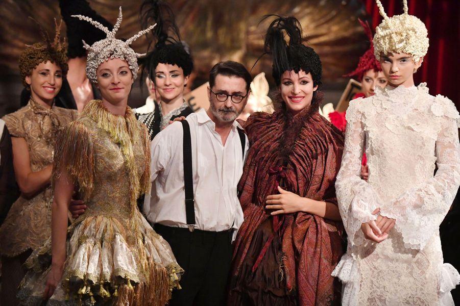 la-boite-d-allumettes-fashion-week-haute-couture-paris-2020-fall-winter-automne-hiver-2021-franck-sorbier-il-medico-della-peste-credits-getty-images
